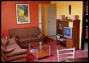 Living room looking thataway. Two door lead to bedrooms.