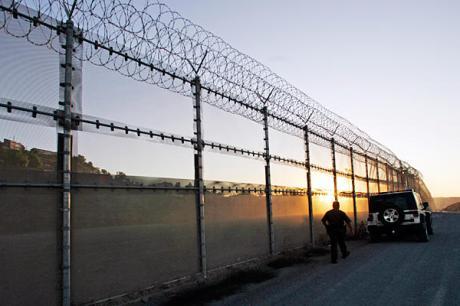 0515-us-mexico-border-fence_full_600